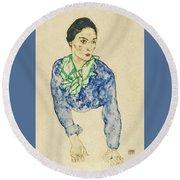 Frauenbildnis Mit Blauem Und Grunem Round Beach Towel