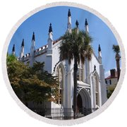 French Huguenot Church In Charleston Round Beach Towel