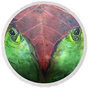 Frog With Leaf Round Beach Towel