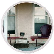 Front Porch In Moscow Ohio Round Beach Towel
