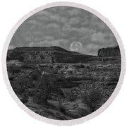 Full Moon Over Red Cliffs Bw Round Beach Towel