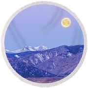 Full Moon Setting Over The Colorado Rocky Mountains Round Beach Towel