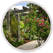 Garden With Roses Round Beach Towel