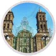 Gate And Cathedral Round Beach Towel