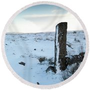 Gatepost In The Snow Round Beach Towel