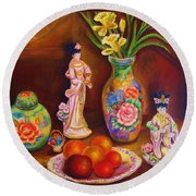 Geisha Dolls Round Beach Towel