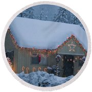 Gingerbread House In Snow Round Beach Towel