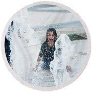 Girls Playing In Fountain  Round Beach Towel