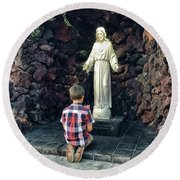Going Before The Sacred Heart Of Jesus Round Beach Towel