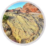 Gold Lava Flow In Valley Of Fire Round Beach Towel