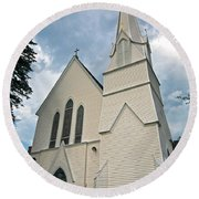 Grace In The White Mountains Round Beach Towel