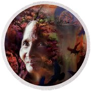 Grandmother Crow Round Beach Towel