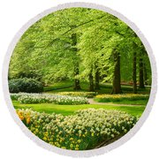 Grass Lawn With Daffodils  Round Beach Towel