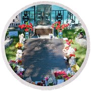 Grave Site At Graceland The Home Of Elvis Presley, Memphis, Tennessee Round Beach Towel