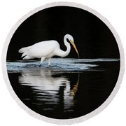 Great Egret Fishing In Early Morning Round Beach Towel
