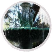 Green Fountain Round Beach Towel