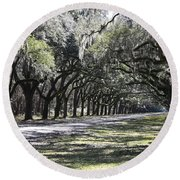 Green Lane With Live Oaks Round Beach Towel