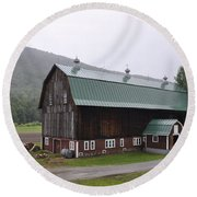 Green Mountain National Forest Barn Round Beach Towel