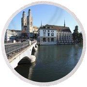 Grossmunster, Wasserkirche And Munsterbrucke - Zurich Round Beach Towel