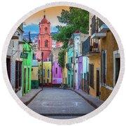 Guanajuato Backstreet Round Beach Towel