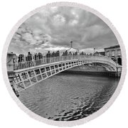 Ha' Penny Bridge In Black And White Round Beach Towel