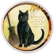 Halloween Greetings With Black Cat And Carved Pumpkins Round Beach Towel
