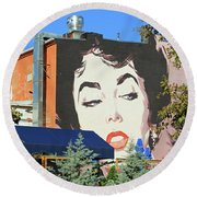 Hanging Out With Elizabeth Taylor Round Beach Towel