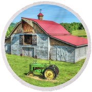 Hayesville Barn And Tractor Round Beach Towel