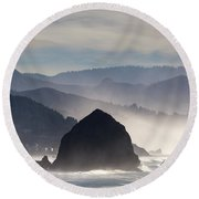 Haystack Rock On The Oregon Coast In Cannon Beach Round Beach Towel