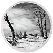 Hiking The Rim, Yosemite Round Beach Towel