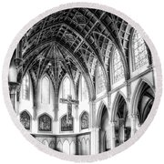 Holy Name Cathedral Chicago Bw 03 Round Beach Towel