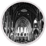 Holy Name Cathedral Chicago Bw 04 Round Beach Towel