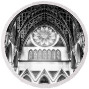 Holy Name Cathedral Chicago Bw 06 Round Beach Towel