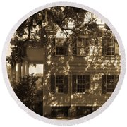 Mcleod Plantation Home In Black And White Round Beach Towel