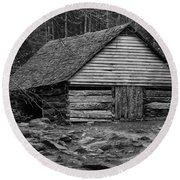 Home In The Woods Bw Round Beach Towel