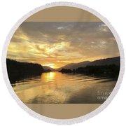 Hood River Golden Sunset Round Beach Towel