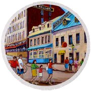 Hotel Nelson Old Montreal Round Beach Towel