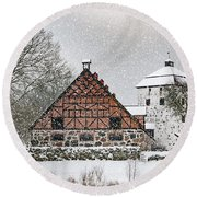 Hovdala Castle Gatehouse And Stables In Winter Round Beach Towel