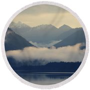 Hovering Cloud At Lake Sylvenstein Round Beach Towel