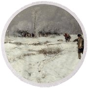 Hunting In The Snow Round Beach Towel by Hugo Muhlig