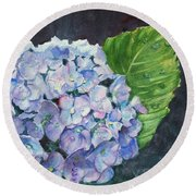 Hydrangea And Water Droplet Round Beach Towel