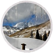 Icicles In East Vail Round Beach Towel