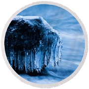 Icicles On The Rocks Round Beach Towel