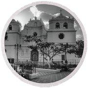 Iglesia Ciudad Vieja - Guatemala Bnw Round Beach Towel