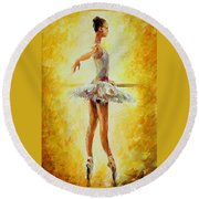 In The Ballet Class Round Beach Towel