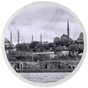 Instanbul In Black And White Round Beach Towel