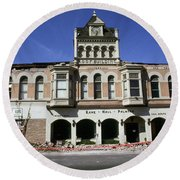 Watsonville I. O. O. F. Building Built In 1893  Damaged By The Loma Prieta Earthquake 1989 Round Beach Towel