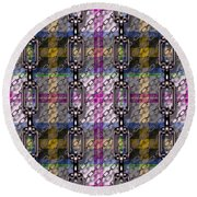Iron Chains With Tartan Seamless Texture Round Beach Towel