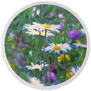 It's A Daisy Kind Of Day Round Beach Towel
