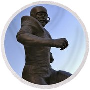 The Jim Brown Statue, Cleveland Browns Nfl Football Club, Cleveland, Ohio, Usa Round Beach Towel